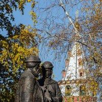 Памятник Петру и Февронии_фото2 :: Владимир Гришин