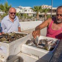 Продавец рыбы :: Борис Гольдберг