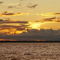 Закат вечерний неба голубого :: Владимир Гилясев