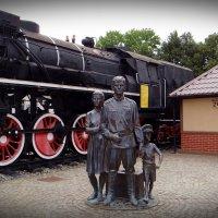 Советск - Тильзит. Памятник первым переселенцам. :: Антонина Гугаева