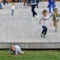 Детство, детство, ты куда бежишь, детство, детство, ты куда спешишь. :: Татьяна Помогалова