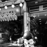 Торговый уличной едой, район Tai Koo, Гонконг :: Sofia Rakitskaia