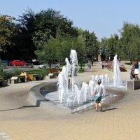 Ура, фонтан включили! :: Татьяна Смоляниченко