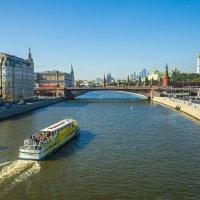 """Москва, вид из парка """"Зарядье"""" на Кремль и Москва-реку :: Игорь Герман"""