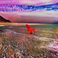 Красный стул на краю моря :: Ирина Сивовол
