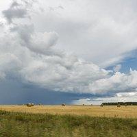 а где-то дождь.. :: Владимир Иванов
