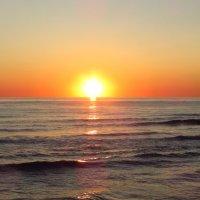 Сказочное солнце прячется за синюю мантию :: Варвара Маевская
