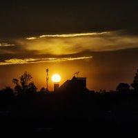 И солнце может фонарь поставить.... не под глазом -  над домом..) :: Лилия .
