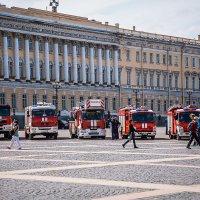 Праздник на Дворцовой :: Ева Олерских