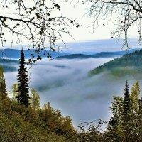 Разгулялся туман по долине :: Сергей Чиняев
