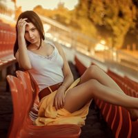 Девушка на  стадионе :: Олександр Волжский