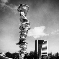 Скульптура у культурного центра Гейдара Алиева. :: Ирина Токарева