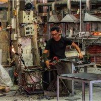 Здесь создаются шедевры из стекла... :: Виктор Льготин