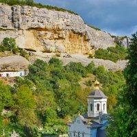 затерявшаяся в горной долине церковь :: Андрей Козлов