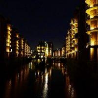 Hamburg. Wasserschloss Speicherstadt :: Nina Yudicheva