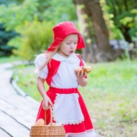 Красная шапочка :: Елена Акимова