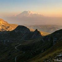 Вид на Эльбрус с плато Бермамыт :: Сергей