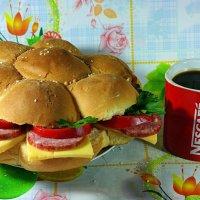 Кофе со скромным домашним бигмаком - вот что разбудит в осеннее утро..:) :: Андрей Заломленков