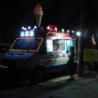 Мороженный фургон - Китай. :: Олег Дейнега