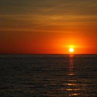 Простенький осенний закат у Черного моря..... :: Игорь Гарагуля