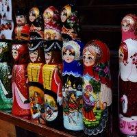 В лавке на прилавке матрёшечки стоят! :: Татьяна Помогалова