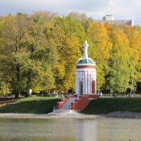 Старинная беседка в парке городском :: Дмитрий Никитин