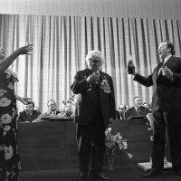 Заира АЗГУРА с юбилеем поздравляют солисты оперы. 1978 год. :: Юрий Иванов