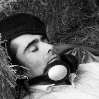 Спящий  в стоге соломы... :: Cергей Павлович