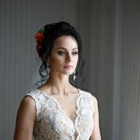портрет невесты у окна :: Вячеслав Шах-Гусейнов