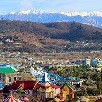 Белоснежные горы и красочный Адлер :: Вячеслав Случившийся
