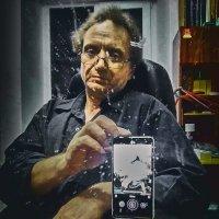 Смартфон на селфи :: Константин Бобинский