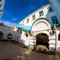 Святогорская Лавра. Один из внутренних двориков. :: isanit Sergey Breus