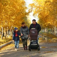 Счастье семьи и осень :: Марина Щуцких