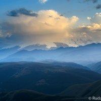 Эльбрус укрытый облаками :: Сергей