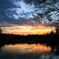 Багряный и загадочный закат осенний ... :: Евгений Юрков
