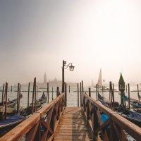 Туманное утро...Венеция! :: Александр Вивчарик