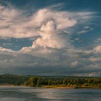 Сказ о небесных пирамидах над Волгой. :: Андрей Лепилин