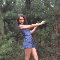 Девушка в лесу :: Юлия Шевцова