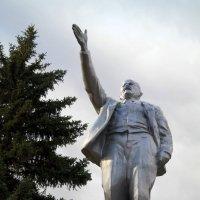 Товарищи, 100 лет тому назад мы Зимний взяли! Вы теперь поди при коммунизме живёте?:) :: Андрей Заломленков