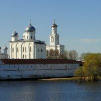 Вид на Свято-Юрьев мужской монастырь с теплохода :: Елена Павлова (Смолова)