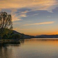 Вечер над озером :: Nata_li В.