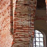 Толстые стены храма в Пантыле... :: Александр Широнин