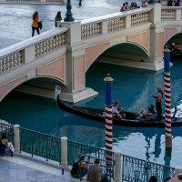 """Наслаждаемся песней гондольера в отеле """"Венеция"""" (Лас Вегас) :: Юрий Поляков"""