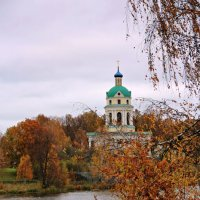 Никольский храм в октябре :: Лариса Валентинова