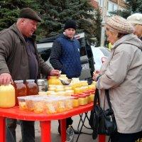 А липовый мед есть? - Да у меня, голуба, весь мед, того, липовый..:) :: Андрей Заломленков