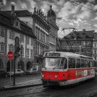 Красный трамвай. :: Gene Brumer
