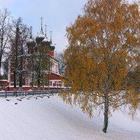 Первый снег в Ярославле :: Николай Белавин