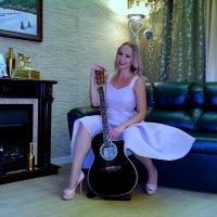 Девушка с гитарой :: Ivan G
