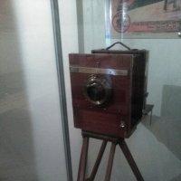 Старинный фотоаппарат со штативом. (Нач. 20 века, музей Петропавловская крепость). :: Светлана Калмыкова
