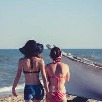 Девушки, пляж :: Дмитрий Чернов